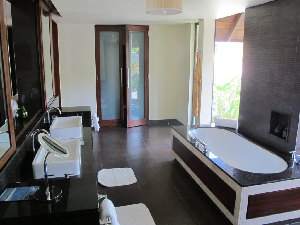 Bathtub and Sink Areas