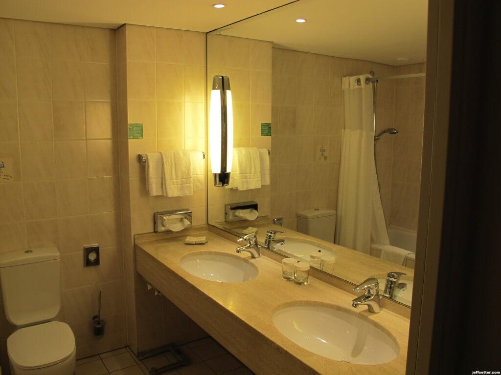 Hilton Munich City Bathroom
