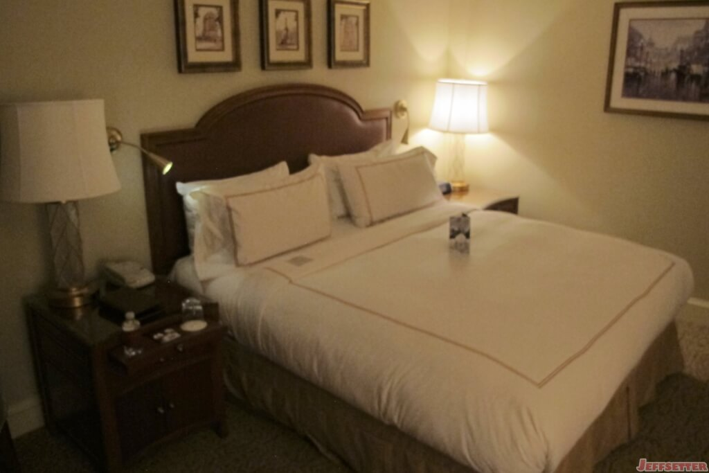 Conrad indianapolis hotel review jeffsetter travel - The living room lounge indianapolis ...