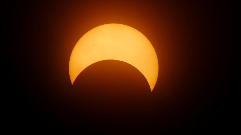 https://l.facebook.com/l.php?u=http%3A%2F%2Fmoney.cnn.com%2F2017%2F08%2F05%2Fnews%2Fsolar-eclipse-glasses%2Findex.html%3Fsr%3DtwCNN080517solar-eclipse-glasses0458PMStory&h=ATPP0a6-x-vJ3F6M2m1kYw22P9utVax29dH5bwxEZ3mXI1FjFuN6yRWKvF7-AWQbDstp36LV_2yZRJG8wsypqCTYM-uBkLfXR9tkuEHhXqlK0-NgQWUkCeIRHX_JqkZP3tbS2zJp0TtYgUXXDBVhnSd7HnpcsVM&s=1&enc=AZMGQdFycjYec4MU_1lKvgRbNqXw5ZIfVwyc_i3L0BFbWquqFGLW5r0eqNL5c6Fq5nnGGMWqAuVUnKfH82iBZ7fg