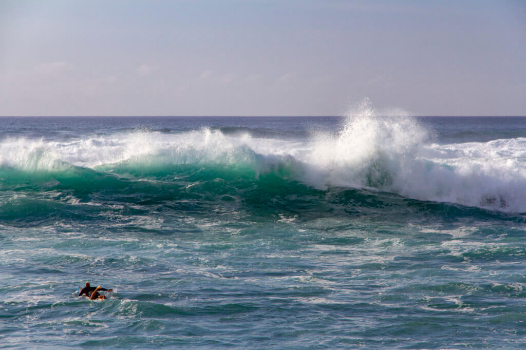 Hawaii Suspends Surfing Competitions
