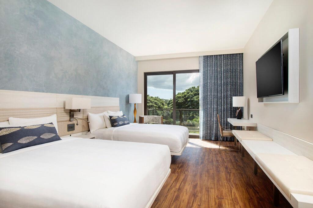 AC Hotel by Marriott Wailea queen guestroom